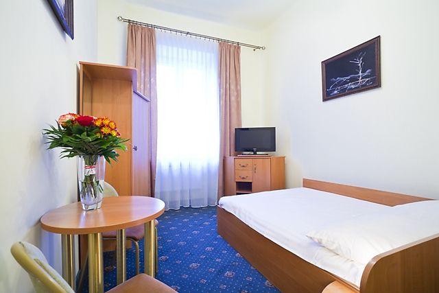 Hotel Mazowiecki , Mazowiecka 10, Warszawa 00 048 , numer
